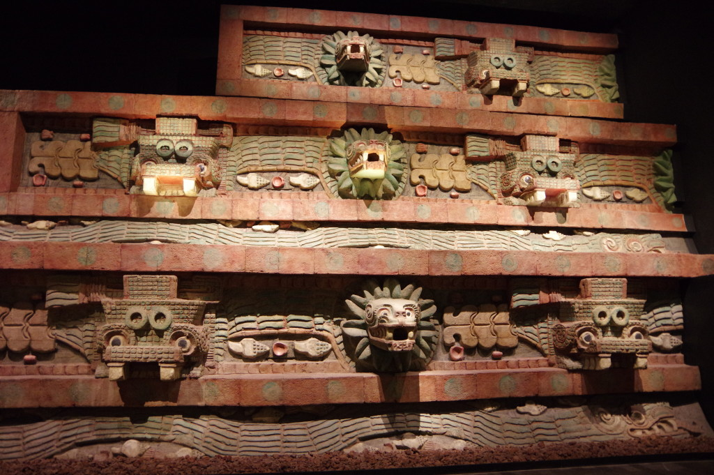 Replica of the Teotihuacán adornments - in color