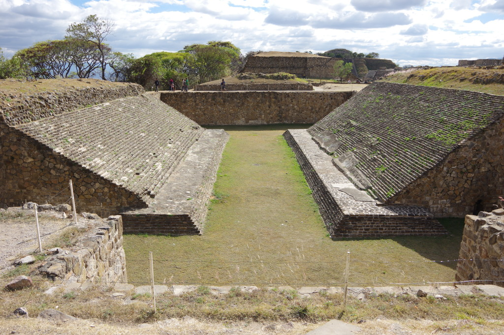 Ball game court at Montealbán
