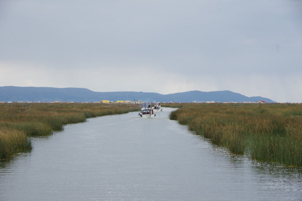 Route towards the Uros islands