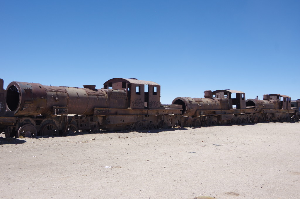 Steam engine cemetery in the desert - a stop of all the tours